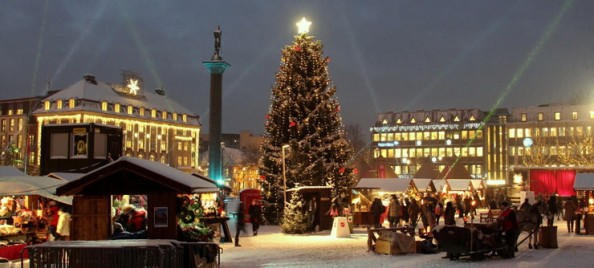 Christmas-market-in-Trondheim-Norway-740